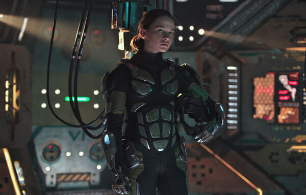 Cailee as Amara ready to pilot her first Jaeger