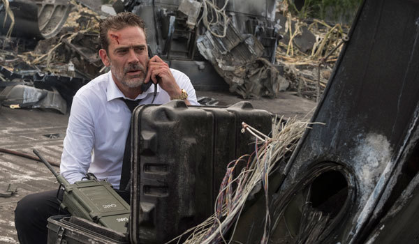 Jeffrey Dean Morgan gives orders in the field