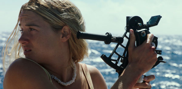 Tami (Shailene) uses a sextant to find her location