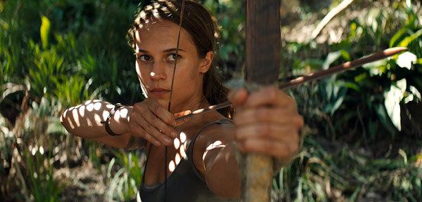 Lara takes aim