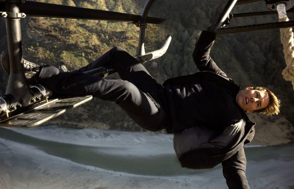 Tom as Ethan doing helicopter stunt