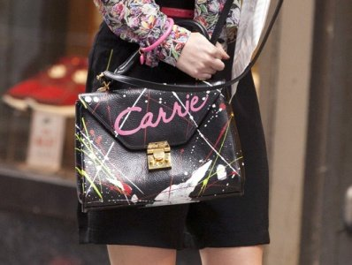 Carrie Bradshaw took her iconic purse everywhere and it even launched her career in The Carrie Diaries. Watch it on Netflix for 80s fashion inspiration.
