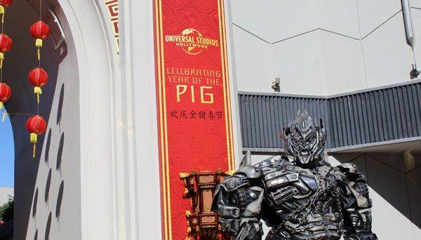 Megatron speaks Mandarin to guests