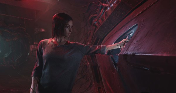 Alita inside the alien ship