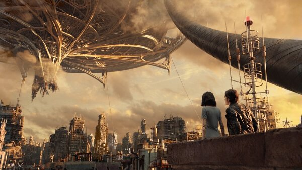 Hugo shows Alita Zalem sky city