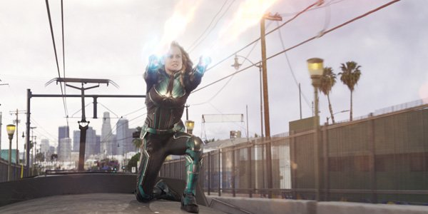 Vers uses her powers to stop the Skrulls