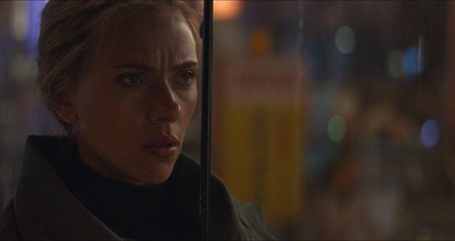 Natasha (Black Widow) looks for Hawkeye