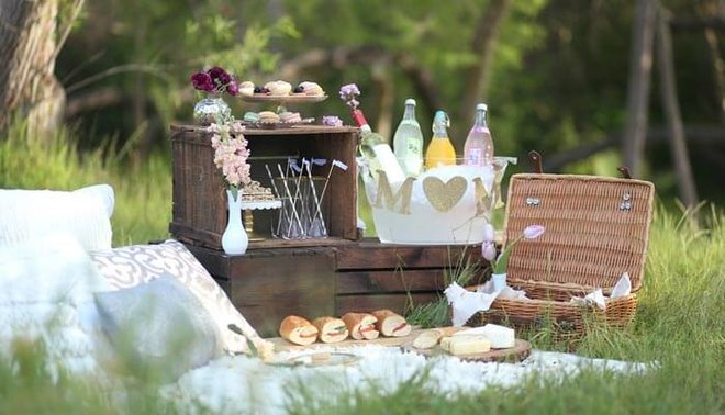 Plan a picnic to celebrate Mother's Day