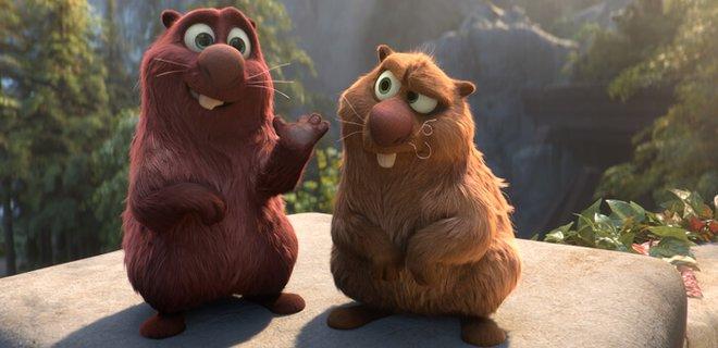 Cooper (Ken Jeong) and Gus (Kenan Thompson)
