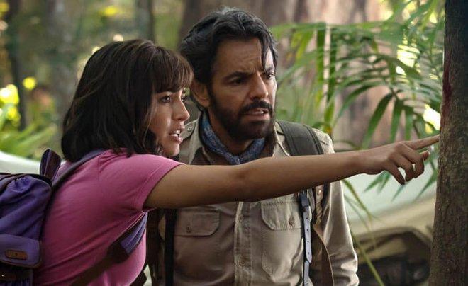 Dora teaches Alejandro how to read jungle clues